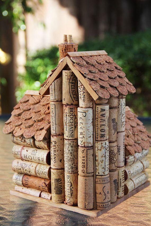Maisons pour oiseaux en bouchons de liège.
