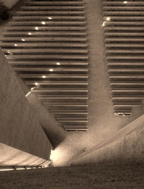 Kaleva church - Kalevan kirkko, Turku, Finland  Aus neuerer Zeit (1964 bis 1966) stammt die Kaleva-Kirche (Kalevan kirkko) im gleichnamigen Stadtteil Kaleva, die als Grundriss das alte christliche Symbol des Fisches hat. Der Betonbau wirkt von außen zwar nicht besonders einladend, jedoch beeindruckt der hohe und helle Innenraum.