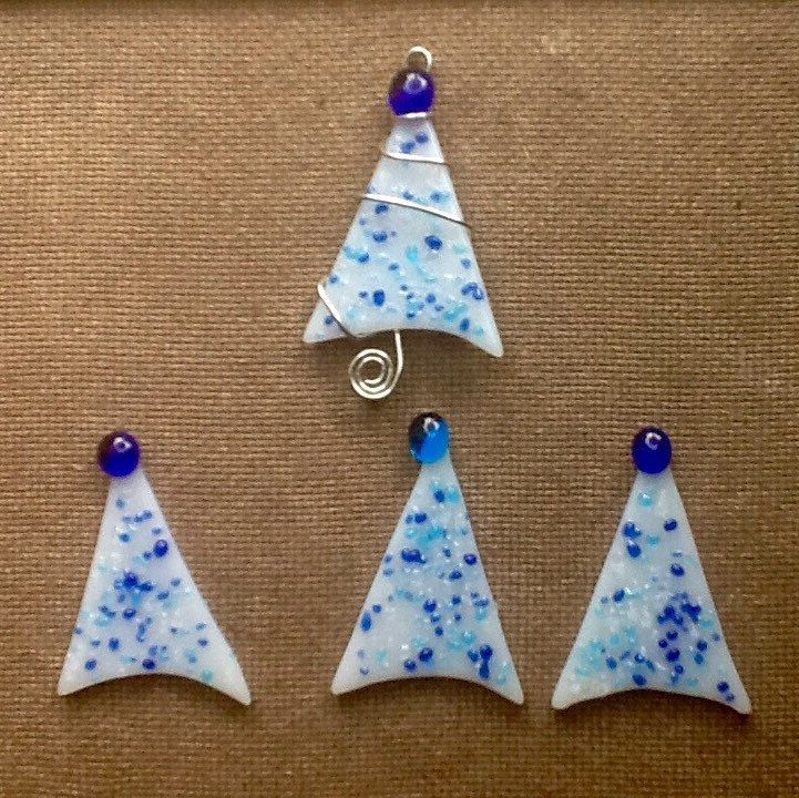 I just made several Christmas tree 'tree' ornaments to complete an order.😀 I have several extra ready to ship!