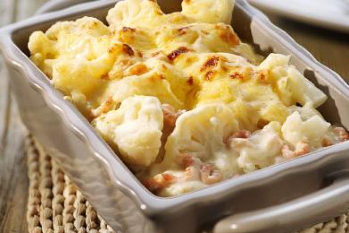 Puree, gekookte aardappelen, gratin, gebakken aardappelen,… Er zijn veel mogelijkheden met aardappelen. En omdat ze zo lekker zijn, verschijnen ze dan ook wekelijks op het menu. Maar gebruik jij soms zoete aardappelen? Perfect voor wat variatie en nog lekker ook!