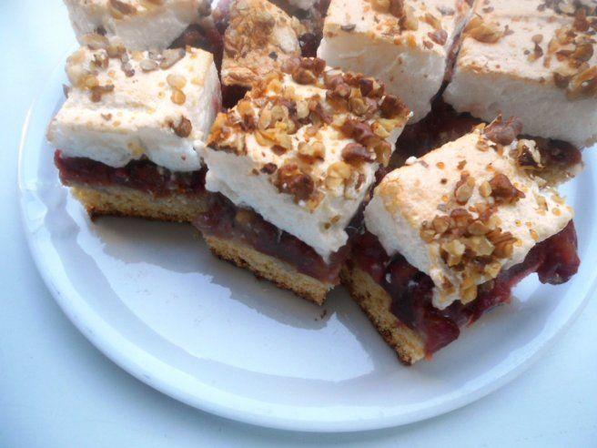 Meggykrémes sütemény, mesébe illően krémes, édes, csak úgy elolvad a szádban! - Bidista.com - A TippLista!