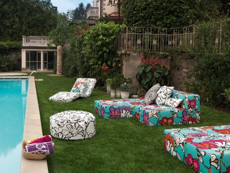 muebles de colores vibrantes para el jardín moderno