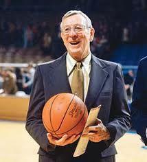 John Wooden, ex-técnico universitário de basquete, nos EUA, desenvolveu a pirâmide do sucesso, para mostrar aos seus discípulos como atingir a excelência. Segundo Wooden, sucesso significa fazer o seu melhor, ter a certeza que ao chegar ao final de uma longa jornada fez-se tudo que estava ao seu alcance e que se obteve o melhor resultado que pudera. Isso é ter sucesso!