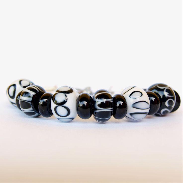 Lampwork beads bracelet Black&White