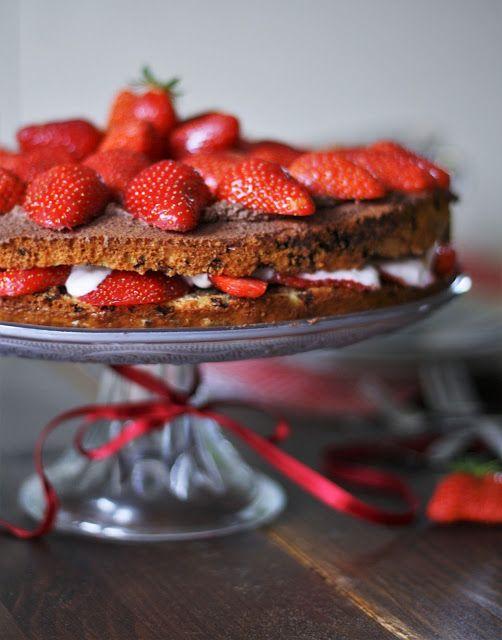 Tulpentag: Erdbeertorte mit Schokoladensahne und Erdbeerquark {Gastbeitrag von Naschen mit der Erdbeerqueen}