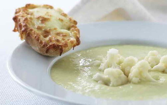 Blomkålssuppe med varmt ostebrød