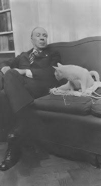 Borges todo el año: Jorge Luis Borges: Nota sobre los argentinos - Foto: Borges con su gato Beppo, en su departamento © Carlos Pesce, Siete Días, 5 de abril de 1978