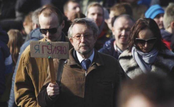 «если ты не катался в автозаке, значит ты не жил в Беларуси»  День Воли, который традиционно отмечался 25 марта, в этом году запомнился многим: массовые задержания, суды, штрафы, административные аресты. Самым жестоким было противостояние демонстрантов и правоохр�