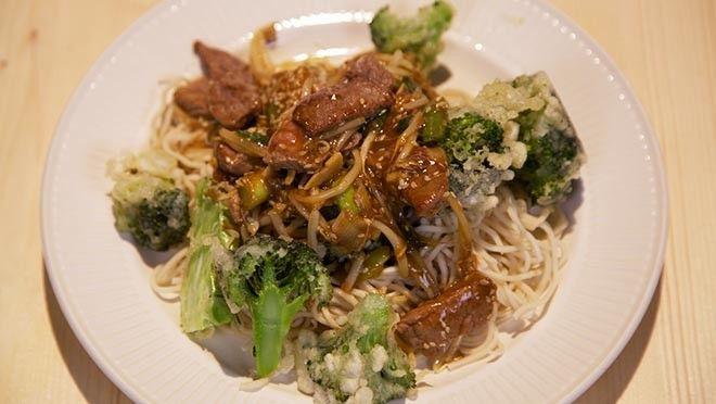 broccoli   Meng in een grote kom het      bruisend bronwater, maïzena en de bloem met elkaar. Breng het beslag op      smaak met een beetje zout en...