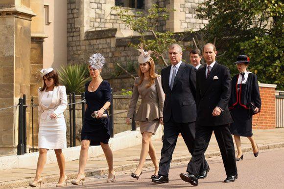 La Familia Real británica asiste a la Misa de Pascua días antes de la boda del príncipe Guillermo y Catherine Middleton - Foto 1