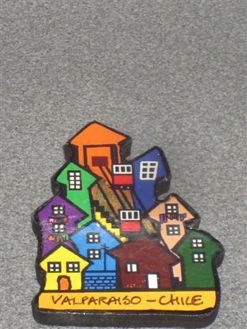 Un gracioso souvenir, un cerro de madera con su ascensores y casas, Valparaíso (Valparaíso, Chile)