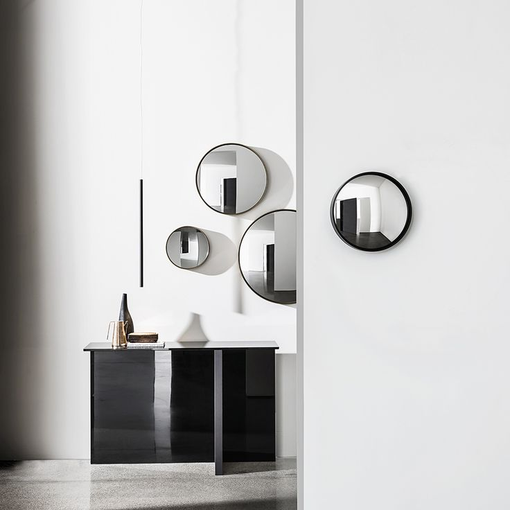 Regolo #consolle and Sail concave and convex #mirrors. Beautiful combination of shapes and effects. #design #glassdesign #wallmirror