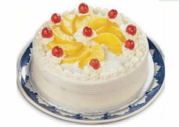Торт с взбитыми сливками и яичным ликером