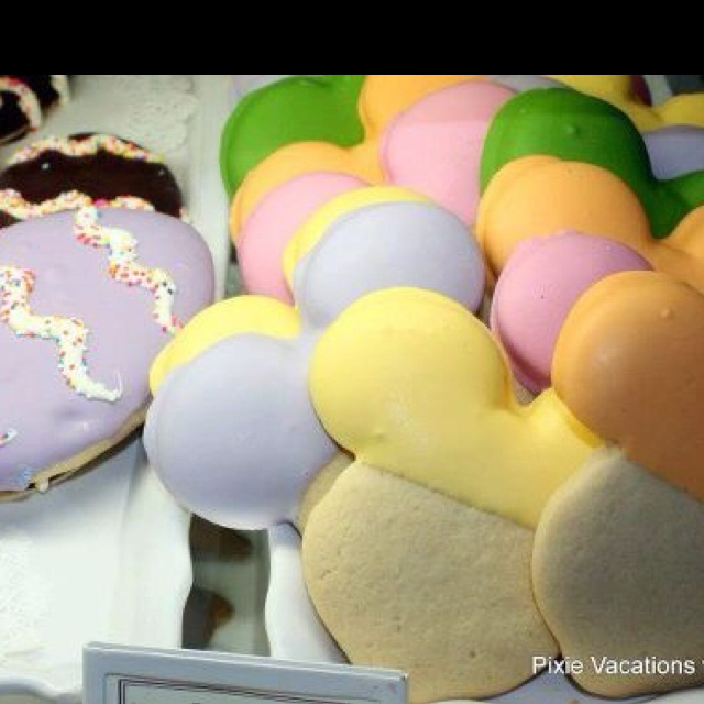 Mickey Spring cookies at WDW. Pic courtesy Everything Walt Disney