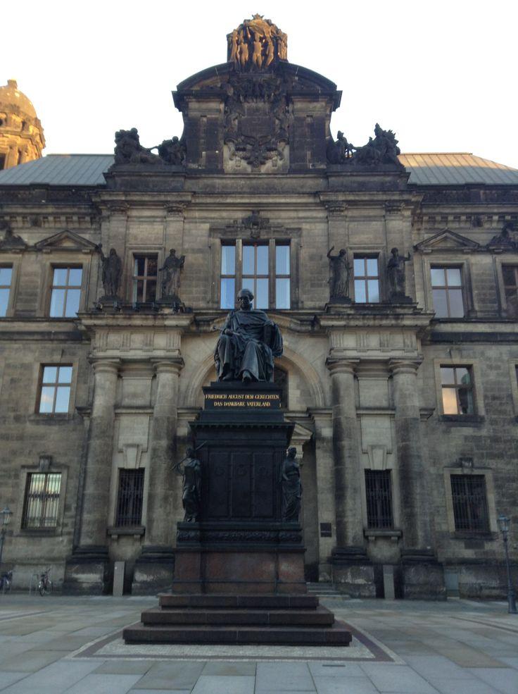 Памятник королю Саксонии Фридриху Августу