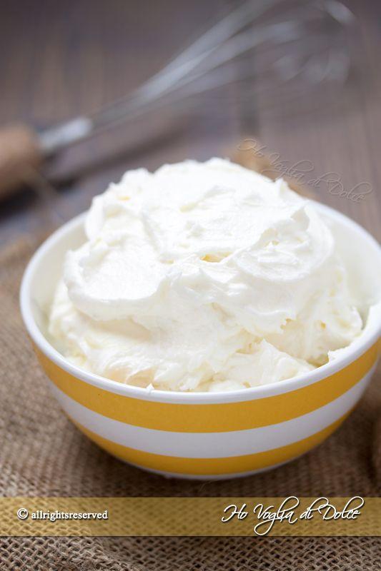 Crema al burro o buttercream una ricetta senza uova, facile e velocissima. Una crema americana utile per decorare cupcakes, torte in pdz, e torte a strati.