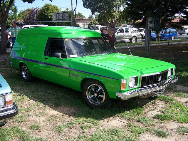 Awesome example of a lime green Holden Sandman. Could only be improved upon by some tasteful airbrushed murals of a bikini-clad warrior princess who has vanquished a demon...Shag pile and a drive-in theatre and I would be in heaven. lol