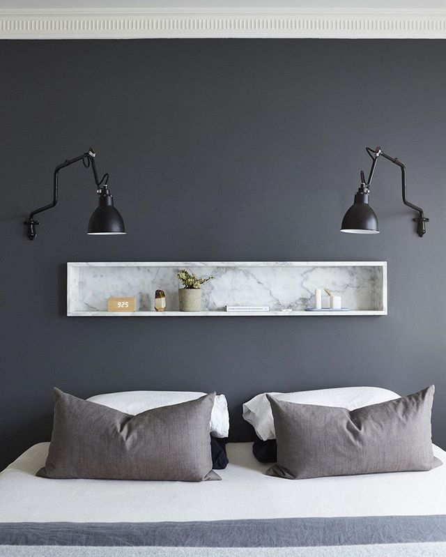 The BEDSIDE ALTERNATIVE :) @tommarkhenry_. Perfect design for a narrow bedroom or small guest room ;) Photo by @damianbennettphoto. Team DS. X