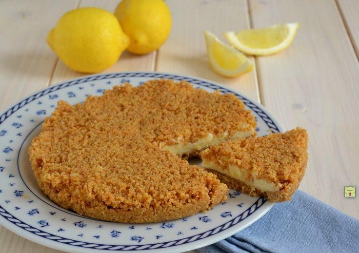 La sbriciolata fredda al limone è una deliziosa torta fredda, senza cottura in forno, facile da preparare e molto golosa.