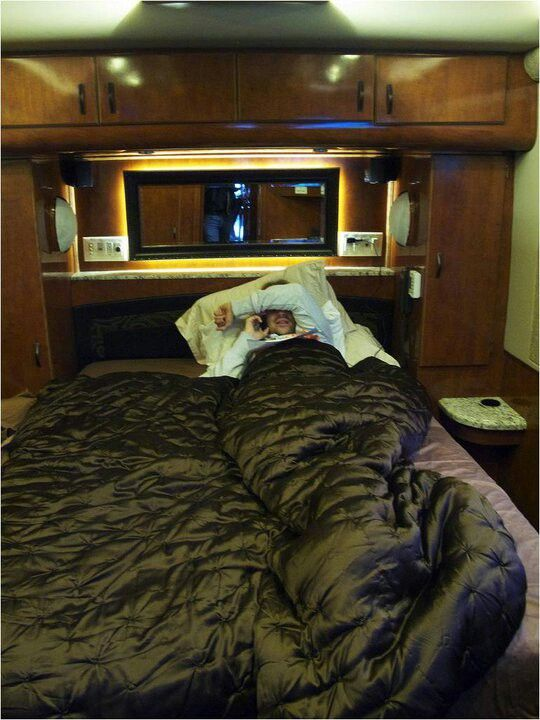 David Garrett tour bus.......and why is there no one else in this comfy place with him?!
