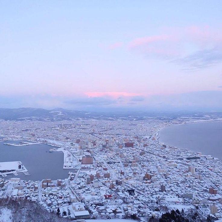 Nice night view from our FB fan✨.ภาพวิวฮาโกดาเตะช่วงนี้ จากแฟนเพจของเรา คุณ Max A.Klubdaeng ขอบคุณมากครับ☺️.. #trippinohokkaido #hokkaido #ฮอกไกโด #北海道 #ig_hokkaido #japantrip #japantravel #japan #beautiful  #ig_japan #ig_nippon  #wanderlust #travelgram #team_jp_ #風景 #natgeo #winterwonderland #hakodate #函館  #Regram via @trippinohokkaido