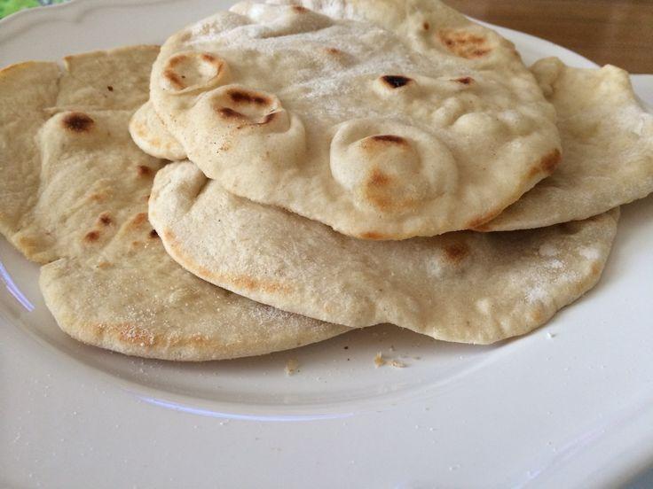 Dünnes, arabisches Fladenbrot خبز