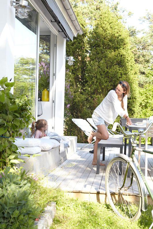 Trendenser - svensk sommarhus. (low key scandi outdoor vibe we love. but we don't have the water...)