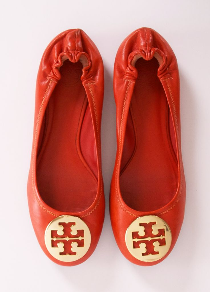 another good example of the wrinkled flat. these are by tory burch- you can tell by the iconic gold circle. popular brand now for purses & shoes