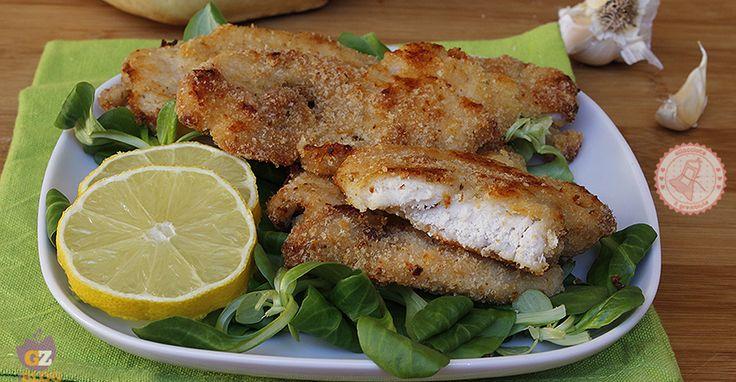 Le cotolette di pollo al forno facilissime da preparare anche i bambini le adoreranno e il pollo rimarrà morbido e gustoso.