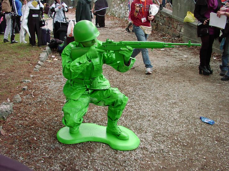 This is just too awesome! Plastic soldier cosplay! I wonder how long that guy had to hold that pose. Flippin' genius!