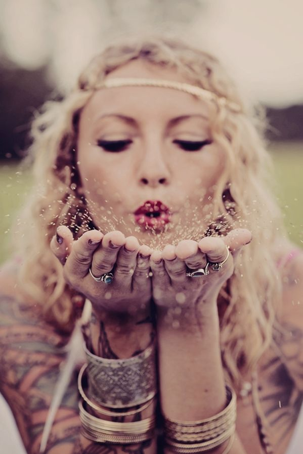 Love, Feathers & Gold Glitter. A Gypsy Inspired Bridal Shoot by Hello Miss Lovely.