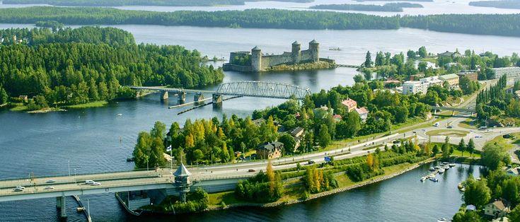 Meidän maamme on ainutlaatuinen ohjelmasarja, jossa koko Suomi ja sen upea luonto esitellään ilmasta käsin.