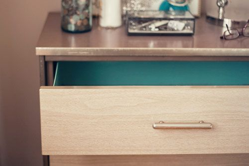 pretty nightstand {robin's egg blue inside drawers!}