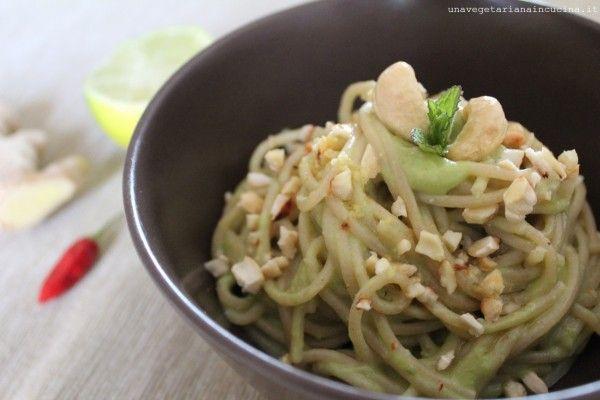 Spaghetti con crema di avocado al latte di cocco _unavegetarianaincucina_01