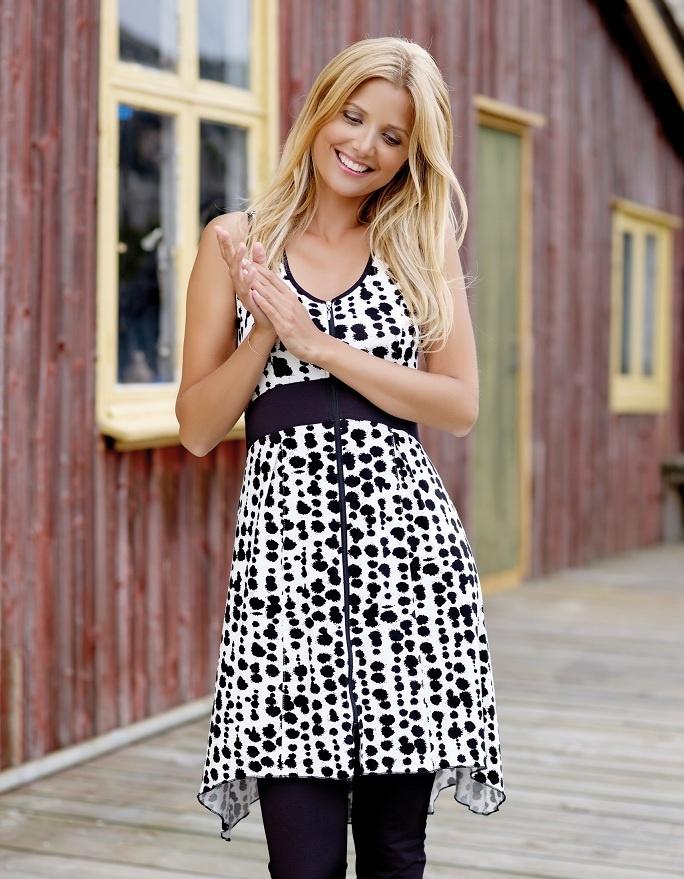 Trendy & søt kjole med stilig print!