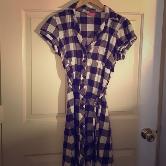 Button up dress Brown and white button up dress. Tie belt makes it very flattering. Goes great with leggings. Dresses