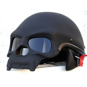 Matte black skull motorcycle helmet. presented bei www.menschenimsalon.de