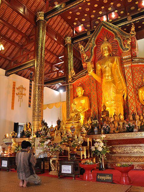 ワット チェディ ルアンは北タイ様式のお寺の中では最大級と言われている。チェンマイ 旅行・観光の見所。
