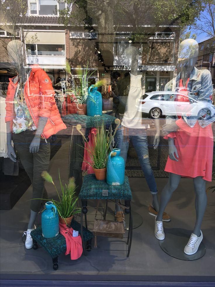 25 beste idee n over winkel etalages op pinterest for Woonaccessoires winkel