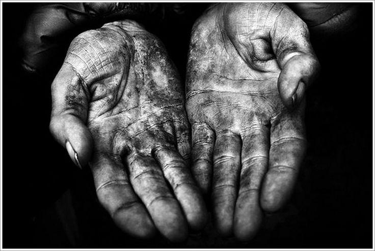 """""""Na parapecie moich dłoni"""" to piękny wiersz Wojciecha Hübnera pochodzący z tomiku """"Wnętrze mojej dłoni"""", który wzbogaca od jakiegoś czasu mój kącik poetycki"""