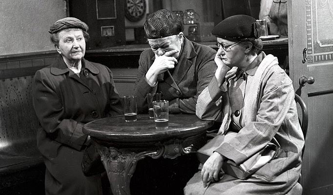 9 December 1960 – The first episode of the world's longest-running television soap opera Coronation Street is broadcast in the United Kingdom.