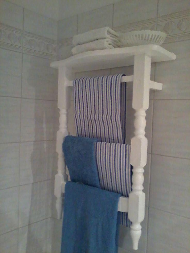 Porta asciugamani realizzato con il recupero di una vecchia sedia