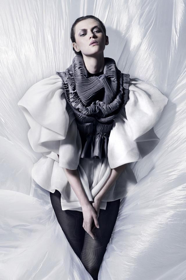 {ph} Laurence Laborie {designer} Yiqing Yin
