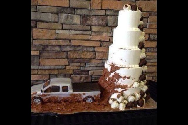 mudding cake if i could find jaime 39 s car i would do this for the wedding i like the mud. Black Bedroom Furniture Sets. Home Design Ideas