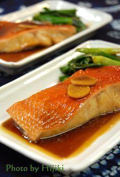 10分ぐらいで出来る煮魚っていいわ~。煮汁は少し多めの分量で、ご飯にかける分ちゃんとあります。