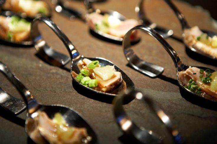 ¿Comer atún después de hacer ejercicio es tan bueno como tomar un batido de proteínas?. Lo que debes comer y beber inmediatamente después de un entrenamiento es un tema de debate en curso. El ejercicio quema energía y consume una fuente de energía fundamental de los músculos, el glucógeno. Un hecho ...