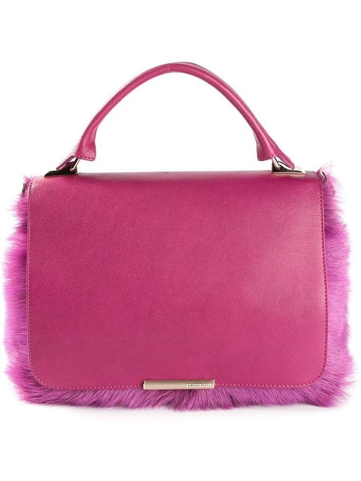Colori, stampe geometriche e tessuti morbidi: ecco come ha raggiunto il successo Emilio Pucci. E noi adoriamo le creazioni di un tempo e quelle di oggi che portano la sua firma!   #bag #emiliopucci #pink #accessory #fashion