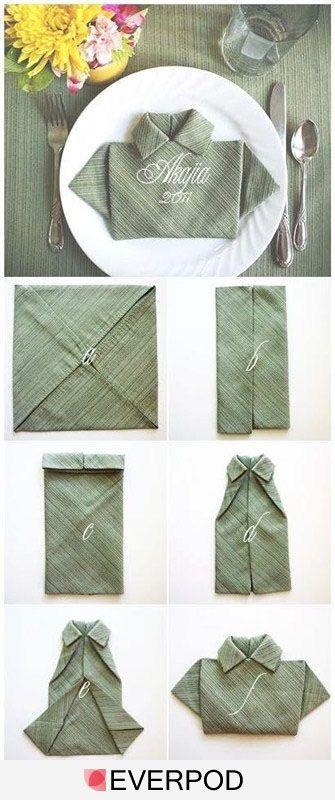 Pliage de serviettes en forme chemise.