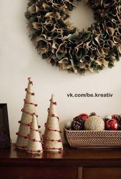 Ты можешь сделать ёлочки из шпагата и бисерной нити - Новогодние поделки
