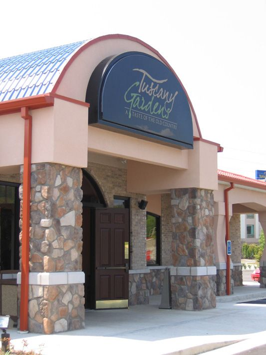 Tuscany Gardens - Canyon Creek Fieldstone #glengery #stone #restaurants